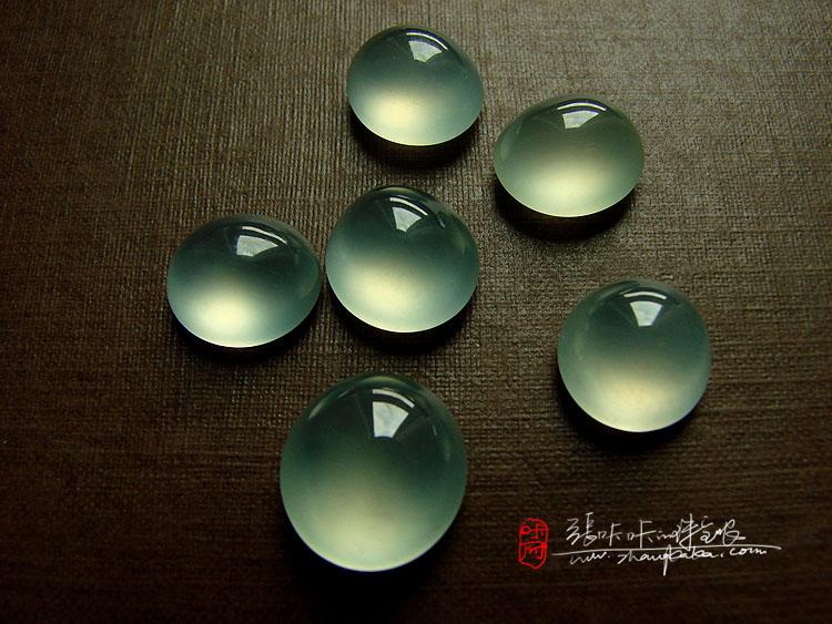 《圆梦计划》蝉 高货展之冰玻种强荧光飘翠. 玻璃种翡翠葫芦镶嵌18k.